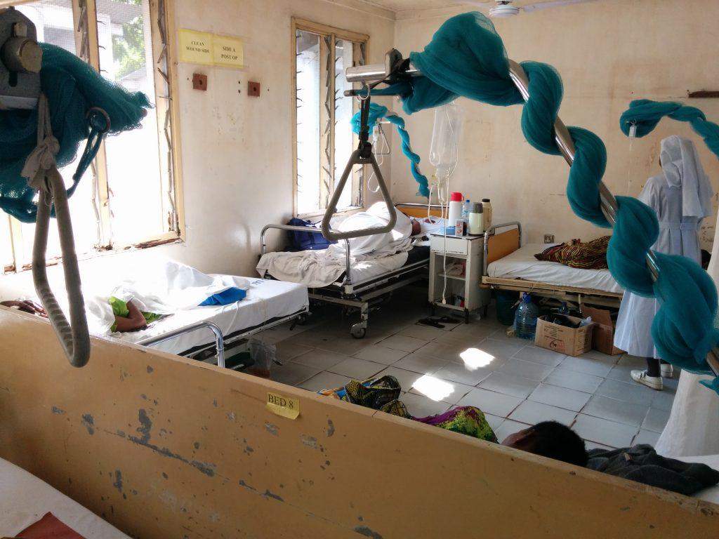 Patients crammed into the medicine ward
